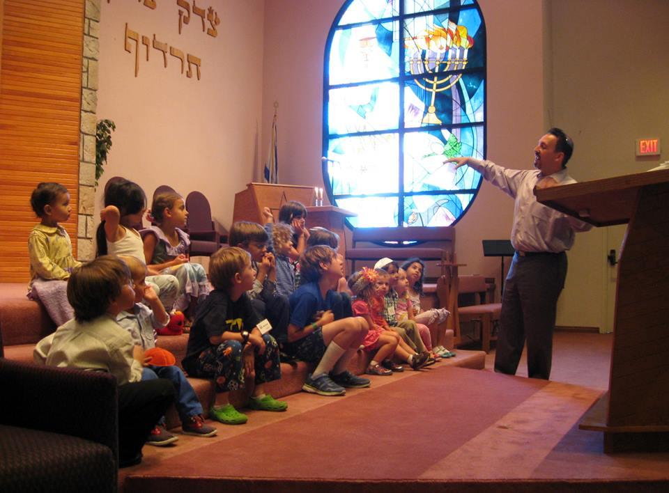 Tot Shabbat kids